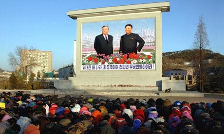الاســـم:North-Koreans-bow-in-fron-007.jpg المشاهدات: 7909 الحجـــم:36.7 كيلوبايت